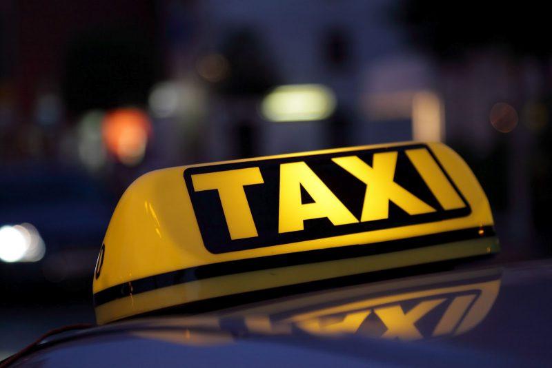 К новому аэропорту Симферополя таксистов будут допускать по лицензии.